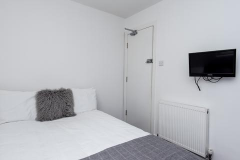 1 bedroom in a flat share to rent - 28 West Street, Newcastle-under-Lyme, Newcastle ST5 1BH, UK