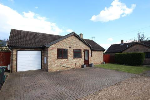 2 bedroom detached bungalow for sale - Woodmer Close, Shillington, SG5