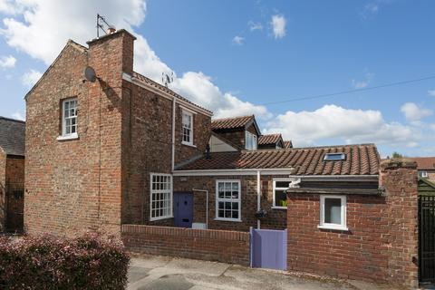 2 bedroom cottage for sale - Parade Court, York, YO31