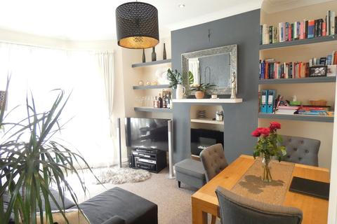 2 bedroom apartment to rent - Elthorne Avenue, Hanwell, London, W7