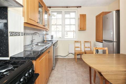 3 bedroom flat to rent - Solbay St, Off Mile End Road, Stepney, London, E1