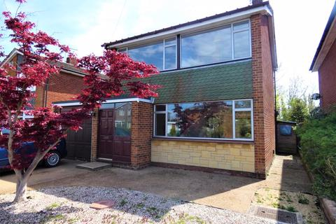 3 bedroom detached house to rent - Croftlands Avenue, Stubbington, Fareham