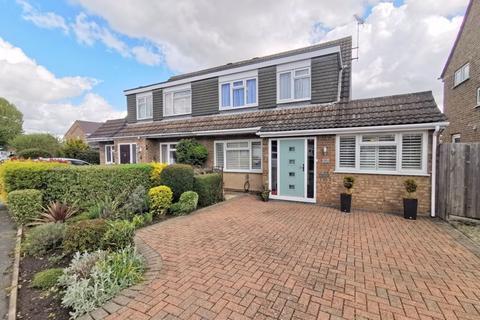 4 bedroom semi-detached house for sale - Rowland Way, Aylesbury