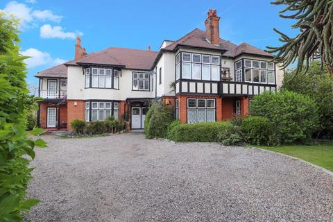 3 bedroom apartment for sale - Whitefriars Crescent, Westcliff-On-Sea