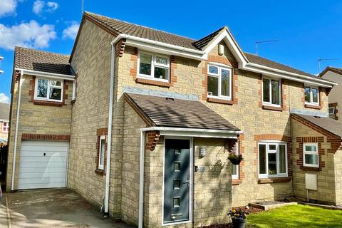 4 bedroom semi-detached house for sale - Chepstow Close, Chippenham