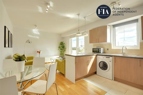 2 bedroom apartment to rent - Bromyard House, Bromyard Avenue, Acton