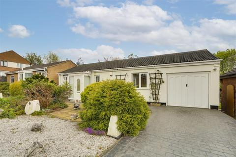 2 bedroom detached bungalow for sale - Hotspur Close, Basford, Nottinghamshire, NG6 0FW