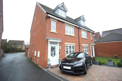 4 bedroom townhouse for sale - Wakenshaw Drive, Newton Aycliffe