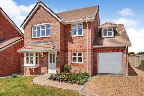 4 bedroom detached house for sale - Knight Gardens, Lymington, Hampshire, SO41