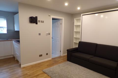 Studio to rent - Beardsley Way, Acton