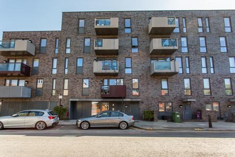 3 bedroom flat to rent - Santa Maria Court, E1