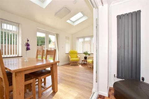 2 bedroom end of terrace house for sale - Vale Road, Haywards Heath, West Sussex
