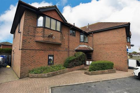 2 bedroom flat to rent - Kirby Drive, Telscombe Cliffs, Peacehaven BN10 7DY