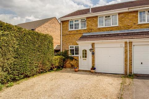 3 bedroom end of terrace house for sale - Orchard End Avenue, Amersham, Buckinghamshire, HP7 9JP