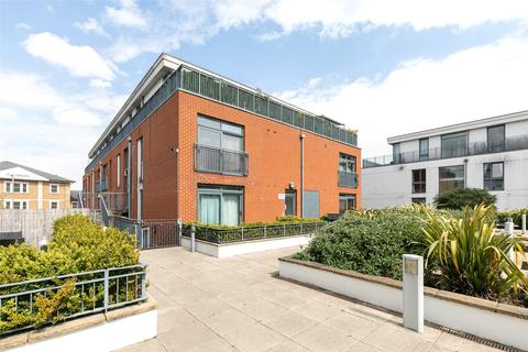 2 bedroom apartment for sale - Liberty House, Guildford Street, Chertsey, Surrey, KT16