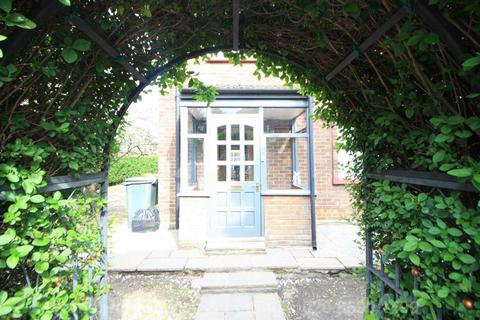 4 bedroom end of terrace house for sale - Folkstone Road, East Ham