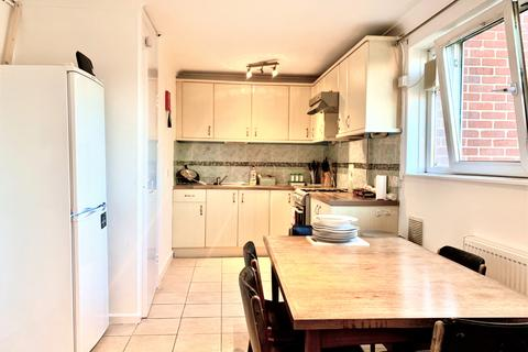 1 bedroom in a flat share to rent - Oban street, Poplar, London E14
