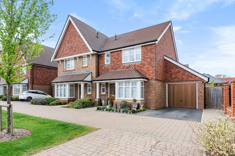 3 bedroom semi-detached house for sale - The Boulevard, Horsham