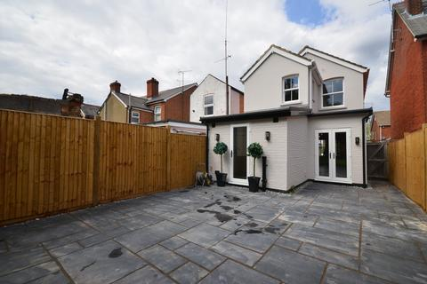 3 bedroom detached house to rent - High View Road, Farnborough