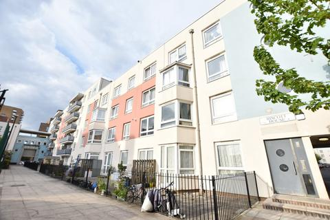 3 bedroom flat to rent - Biscott House, Bromley-by-Bow, London E3 3LZ