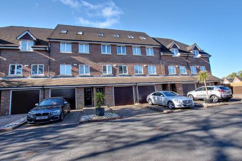 4 bedroom terraced house for sale - Heath Road, Haywards Heath
