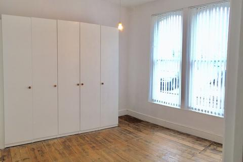 2 bedroom flat to rent - Penge Road, London, SE25