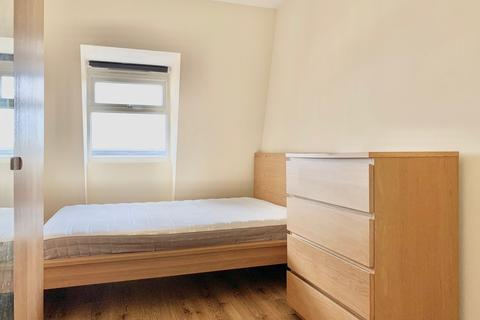 3 bedroom flat to rent - Amersham Road, London, SE14