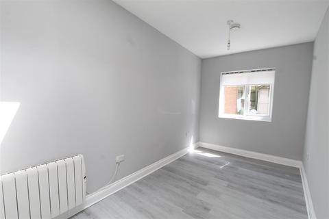 Studio to rent - Dunvegan Road, Eltham