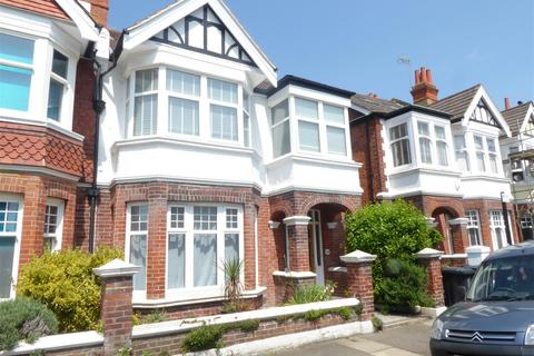 2 bedroom flat to rent - lawrence road