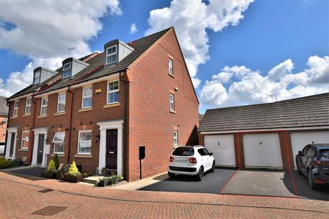 3 bedroom townhouse for sale - Hillside Gardens, Wittering, Peterborough