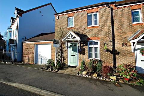 3 bedroom end of terrace house to rent - Barentin Way, Petersfield.