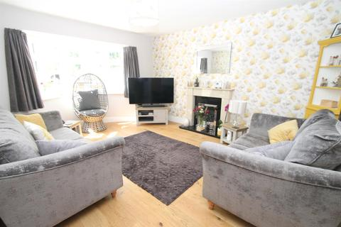 2 bedroom bungalow for sale - London Road, Sittingbourne