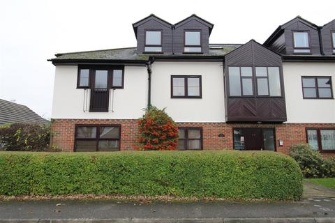2 bedroom flat to rent - Iona Crescent, Cippenham