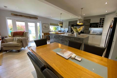 4 bedroom semi-detached house for sale - Newton Road, Duston, Northampton NN5 6TL