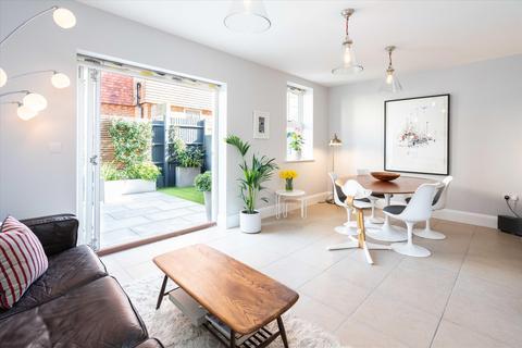 4 bedroom semi-detached house for sale - Barry Road, East Dulwich, London, SE22