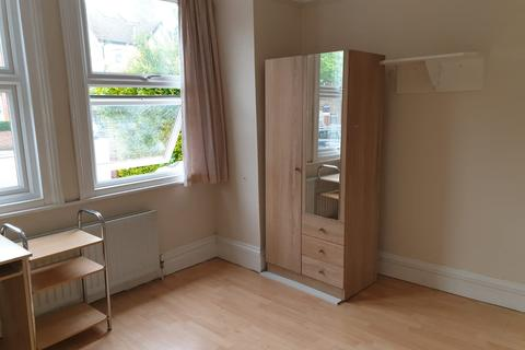 1 bedroom in a house share to rent - Ealing Park Gardens, Ealing, W5