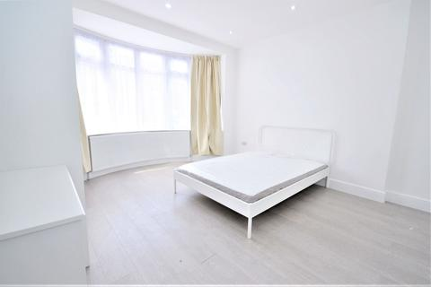 1 bedroom in a house share to rent - Friary Road, Acton W3
