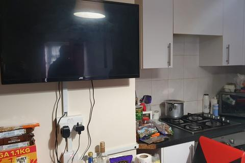 Studio to rent - Bedser Drive, Greenford UB6