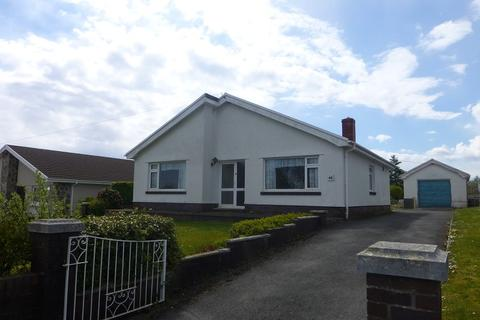 3 bedroom detached bungalow for sale - Hendre Road, Tycroes, Ammanford, Carmarthenshire.