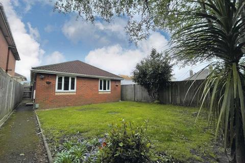 3 bedroom detached bungalow for sale - WALLISDOWN - NO CHAIN