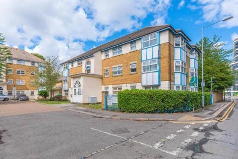 2 bedroom flat to rent - Cuthberga Close, Barking, Essex, IG11