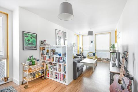 3 bedroom apartment to rent - Seven Sisters Road London N4