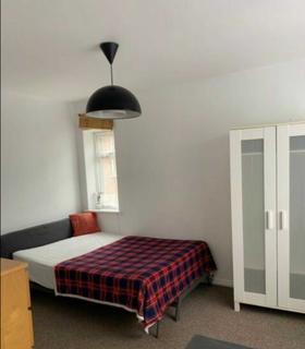 Studio to rent - Bilton Road, Greenford