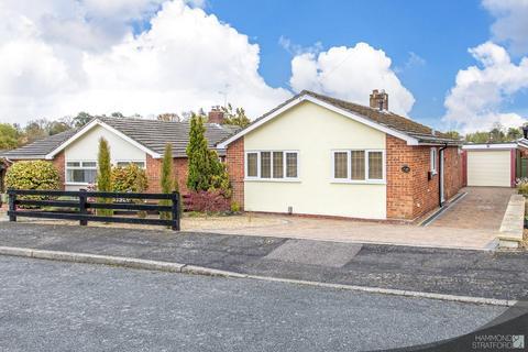 2 bedroom detached bungalow for sale - Wren Close, Eaton