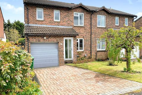 3 bedroom semi-detached house for sale - Camden Place, Calcot, Reading, Berkshire, RG31