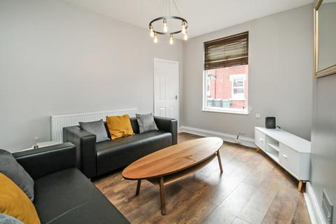 4 bedroom end of terrace house to rent - Harold Grove, Hyde Park