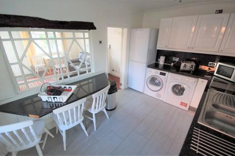 4 bedroom end of terrace house to rent - Cornwall Road, Stoke, Coventry