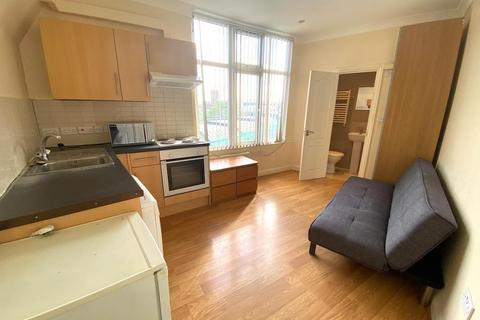 Studio to rent - High Street, Acton, London, W3 9BY
