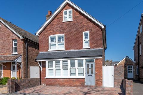 3 bedroom detached house for sale - Alexandra Road, Chichester