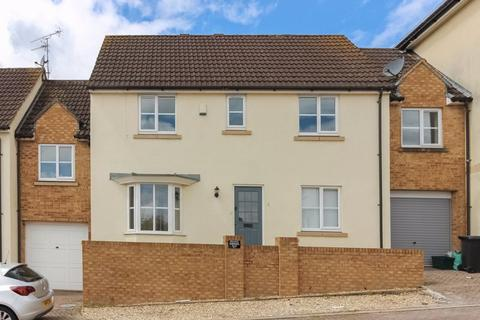 4 bedroom terraced house to rent - Blue Falcon Road, Kingswood
